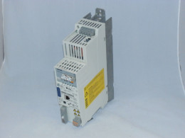 Сервоперетворювач LENZE, 3 кВт, 3-фазний, E84AVSCE3024VXS, вживаний