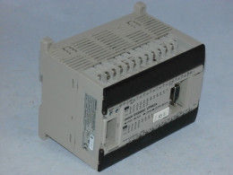 Програмований логічний контролер (ПЛК) OMRON, CPM2A-30CDR-A. Вживаний